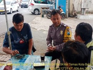 Bhabinkamtibmas Silaturahmi dan DDS Warga, Sambang Kelompok Ojek Online Bhabinkamtibmas Polsek Batu Kota Sampaikan Pesan Kamtibmas