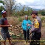Anggota Bhabinkamtibmas melaksanakan giat DDS dan Silaturahmi, Sambang Penjual Bambu Bhabinkamtibmas Kelurahan Temas Polsek Batu