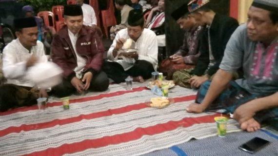 Bhabin desa Pendem Polsek Junrejo sambang dan hadiri tahlil malam ke – 7 di rumah duka warganya