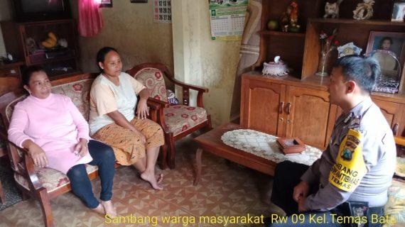 Door To Door System Rumah Warga Bhabin Kelurahan Temas Polsek Batu Titipkan Pesan Kamtibmas