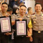 Dua Personil Bhabinkamtibmas Polres Batu Menoreh Prestasi Menerima Penghargaan dari Kapolda Jatim