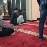Polsek Pujon Polres Batu Shalat Bersama Warga