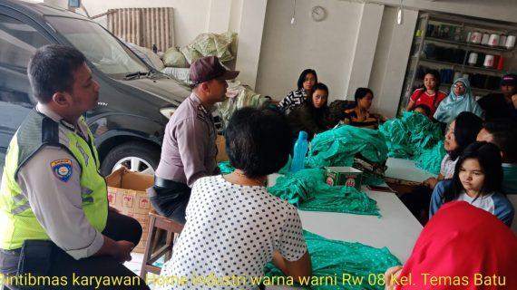 Giat Bintibmas Unit Binmas Polsek Batu Kota Polres Batu Sampaikan Pesan Kamtibmas Kepda Karyawan CV. Warna Warni