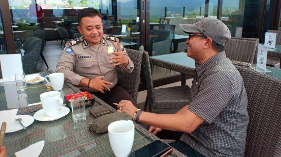 Anggota Bhabinkamtibmas Desa Sidomulyo Polsek Batu Kota Brigadir Aris Sambangi warga serap aspirasi