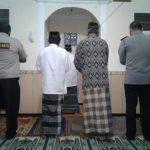 Upaya Tingkatkan Sinergitas Dan Harkamtibmas Polsek Junrejo Polres Batu Laksanakan Shalat Bersama Warga