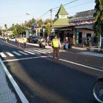 Polsek Pujon Polres Batu Poros Pagi Jaga Kelancaran Arus Lalin Di Simpul Jalan