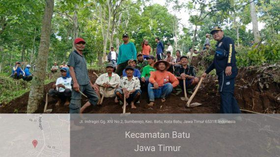 Bhabinkamtibmas Desa Sumberejo Polsek Batu Polres Batu Bersama 3 Pilar Kerja Bakti