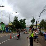 Perlancar Mitra Kerja di Masyarakat Binaannya, Polsek Kasembon Polres Batu Poros Pagi Bantu Kelancaran Arus Lalin