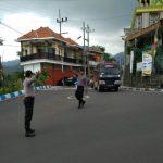 Perlancar Mitra Kerja di Masyarakat Binaannya, Polsek Bumiaji Polres Batu Poros Pagi Bantu Kelancaran Arus Lalin