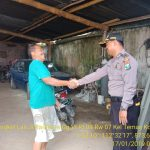 Sambangi Desa Binaan Bhabin Desa Oro Oro Ombo Polsek Batu Kota Polres Batu Menyampaikan Pesan Pesan Kamtibmas Kepada Pengelola Wisata Coban Rais dalam rangka kondusifkan wilayah