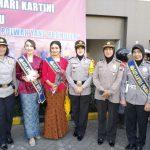 Gelar peringatan Hari Kartini, Polwan Polres Batu laksanakan Penerangan Masyarakat dan Sosialisasi Gampol Polri