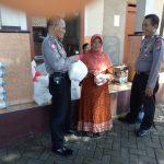 Bhabinkmtibmas Polsek Batu Kota Polres Batu Patroli Kamtibmas Kunjung Keamanan Swakarsa Satpam Agrokusuma Bagikan Kartu Pintar Reaktif