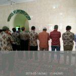Tingkatkan Silaturahmi,P.S Kasium Polsek Batu Polres Batu Shalat Bersama Warga