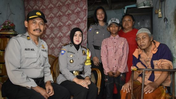 Anggota Bhabinkamtibmas Polsek Junrejo Polres Batu Patroli Sambng Brikn Rasa Amn Dan Nyaman