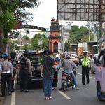 Bhabinkamtibmas Polsek Batu Kota Polres Batu Patroli Kamtibmas Kunjung Keamanan Swakarsa Satpam Agrokusuma Bagikan Kartu Pintar Reaktif