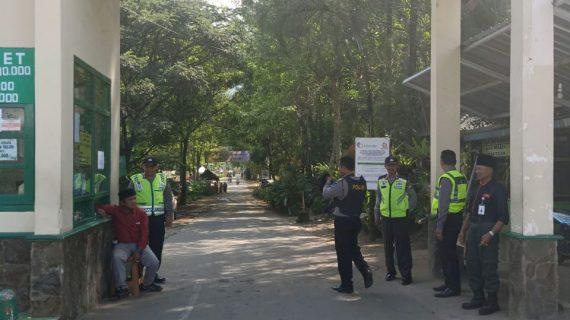 Bhabinkamtibmas Polsek Batu Kota Polres Batu Patroli Kamtibmas Kunjung Keamanan Swakarsa Satpam Agrokusuma Bagikan Kartu Pintar