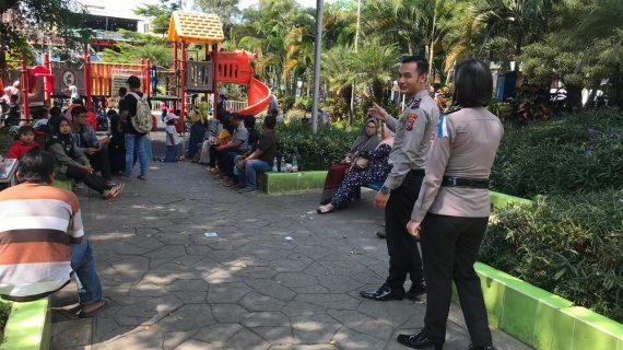 Dengan Humanis Anggota Polsek Ngantang Polres Batu Laksanakan Giat Pengamanan Kegiatan Ibadah Sholat