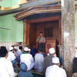Kapolsek Junrejo Polres Batu Memberikan Himbauan Kamtibmas Kepada Jamaah Jum`at Di Masjid MU`Tashimubillah Junrejo