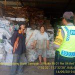 Sambang Gudang Bank Sampah Dinas Cipta Karya Dan Tata Ruang Pemerintah Kota Batu Bhabinkamtibmas Polsek Batu Kota Sampaikan Himbauan Kamtibmas