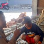 Sambang Silaturahmi warga di kampung ladu Bhabinkamtibmas Desa Sidomulyo Polsek Batu Polres Batu