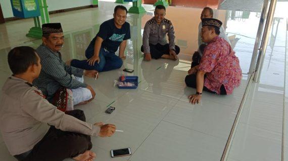 Silaturahmi dan diologis Tokoh Agama beserta Anggota polsek Kasembon melaksanakan dialogi.