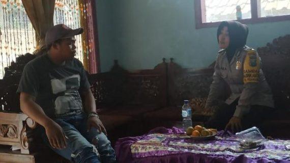 Brigadir. Siti Nurlaila, melaksanakan kegiatan sambang kepada Bapak Wahyu Tokoh Masyarakat Dusun Toyomerto