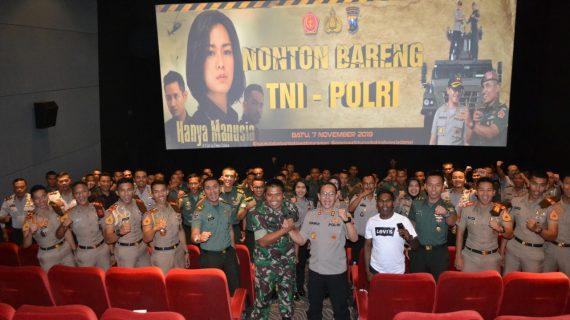 Pererat Sinegritas TNI Polri, Polres Batu Nobar Bersama Arhanud di Lippo Plaza Batu