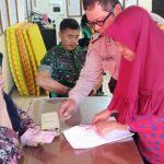 Anggota Bhabinkamtibmas Kelurahan Songgokerto Polsek Batu melaksanakan giat Monitoring Penyaluran Bantuan Sosial program Pemerintah