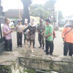 Bhabinkamtibmas Desa Pendem dampingi Walikota tinjau daerah rawan bencana di musim hujan