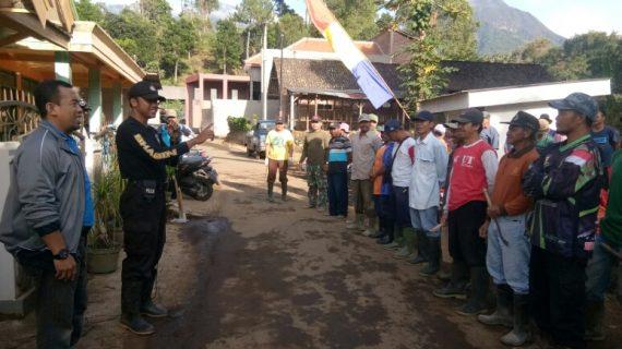 Warga Tlekung antisipasi bencana alam bersama Bhabinkamtibmas Polsek Junrejo