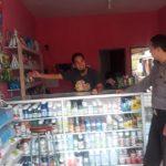 Pastikan Stok Pupuk Bersubsidi Aman, Bhabinkamtibmas Polsek Junrejo Sambangi Distributor