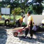 Kapolsek Junrejo ajak anggotanya bersihkan mako