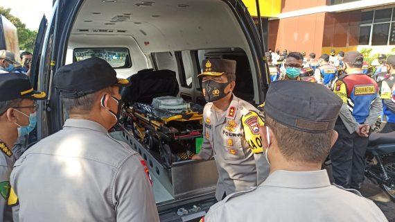 Kapolda jatim berikan 250 unit sepeda motor dan 2 unit ambulance demi menunjang kinerja Bhabinkamtibmas