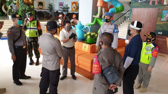 Polres Batu bersama Satpol PP kota Batu melaksanakan Pengawasan tempat wisata dan hotel, memberikan Himbauan Agar selalu menerapkan Protokol Kesehata
