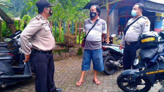 Anggota Polres Batu Laksanakan Operasi Protokol Kesehatan, Disiplinkan Penggunaan Masker dan Jaga Jarak