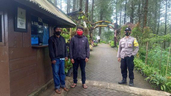 Bripka. ANDRY YUDILESMONO Bhabinkamtibmas Desa Gunungsari Polsek Bumiaji melaksanakan pengecekan lokasi Wisata Goa Pinus
