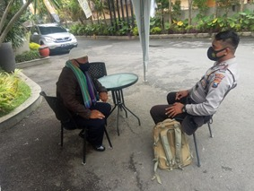 Anggota Sat Binmas Polres Batu Melaksanakan DDS (Door To Door System) kepada Toga