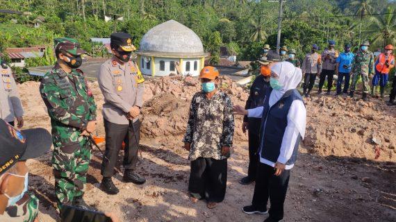 Forkopimda Jatim Berikan Bansos Bagi Korban Bencana Alam dan Menyiapkan Rumah Sederhana Bagi Korban Bencana