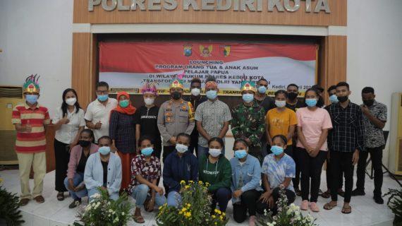 Launching Orang Tua dan Anak Asuh Pelajar Papua