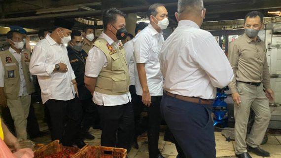 Satgas Pangan Polda Jatim, Bersama Menteri Perdagangan Pantau Harga dan Stok Kebutuhan Bahan Pokok di Pasar Wonokromo