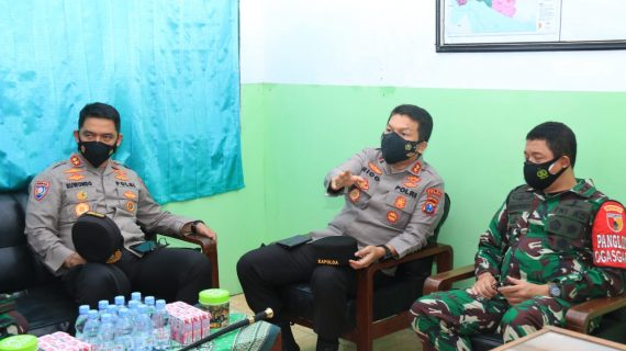 Pangdam V Brawijaya, Kapolda Jatim bersama Kakor Binmas Serta Forkopimda Daerah Melakukan Pengecekan di Kecamatan Arosbaya