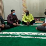 Anggota Bhabinkamtibmas Desa Sumbrejo , Silaturahmi Sambang Tokoh Masyarakat Dan berikan himbauan 5M